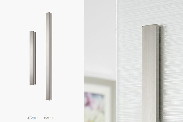 Flush handle for glass doors