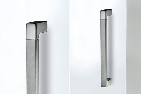 Logo B bar handle for glass doors