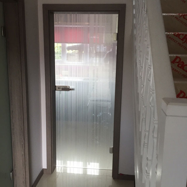 bespoke glass design on kitchen door
