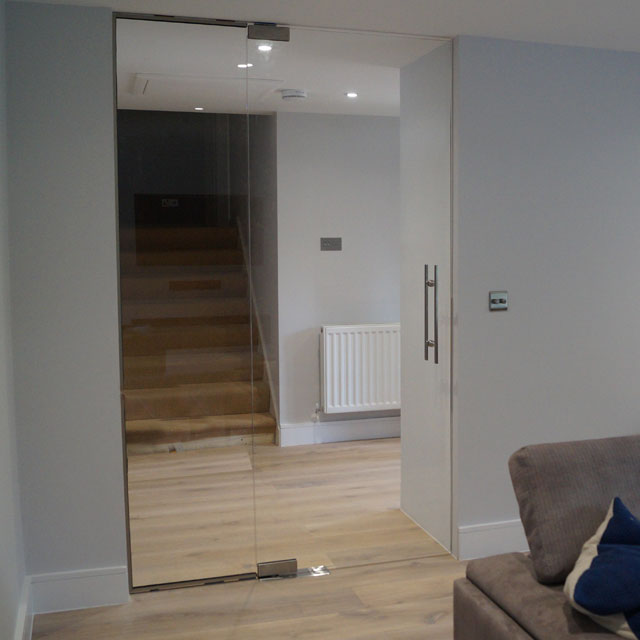 Clear glass wall partition fitted project