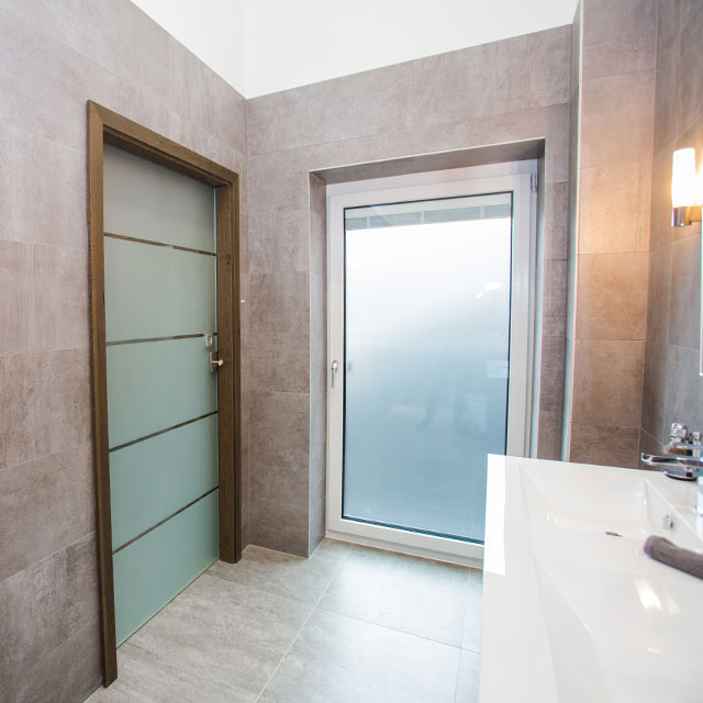 ensuite glass pocket doors