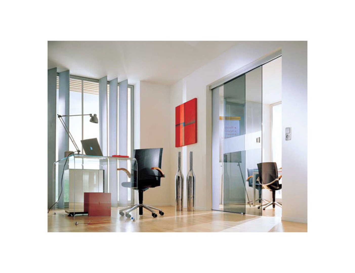 Glass partition wall office